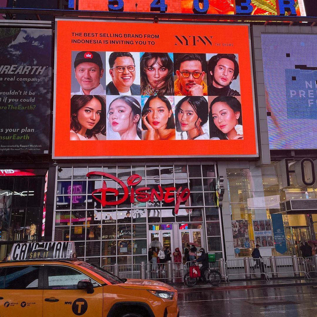 Selebriti Indonesia di Times Square promosikan label fashion lokal berpartisipasi New York Fashion Week