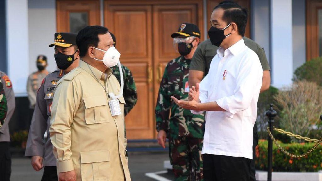 Jokowi Bareng Prabowo Tinjau Vaksinasi di Kaltim