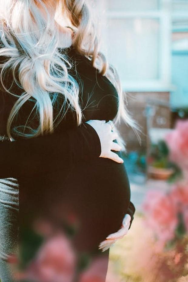 Air kelapa dapat membantu meredakan masalah pencernaan pada ibu hamil.