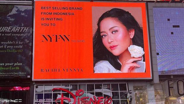 Rachel Vennya di Times Square New York