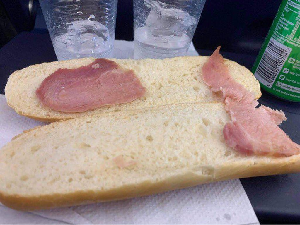 Beli Sandwich di Pesawat, Lah Dagingnya Kok Cuma Secuil?