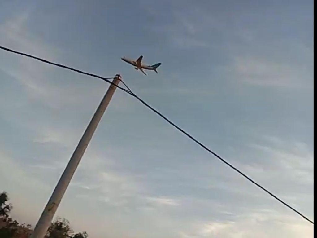 Santri Madura Ini Bisa Bikin Miniatur Pesawat Garuda Indonesia hingga 6 Meter