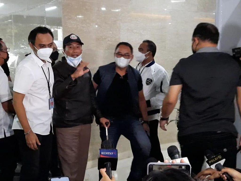 Muhammad Kece Tiba di Bareskrim Polri: Salam Sadar!