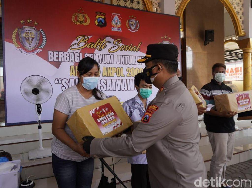 Alumni Akpol 2000 Berbagi Senyum ke Warga Bojonegoro dengan Paket Sembako
