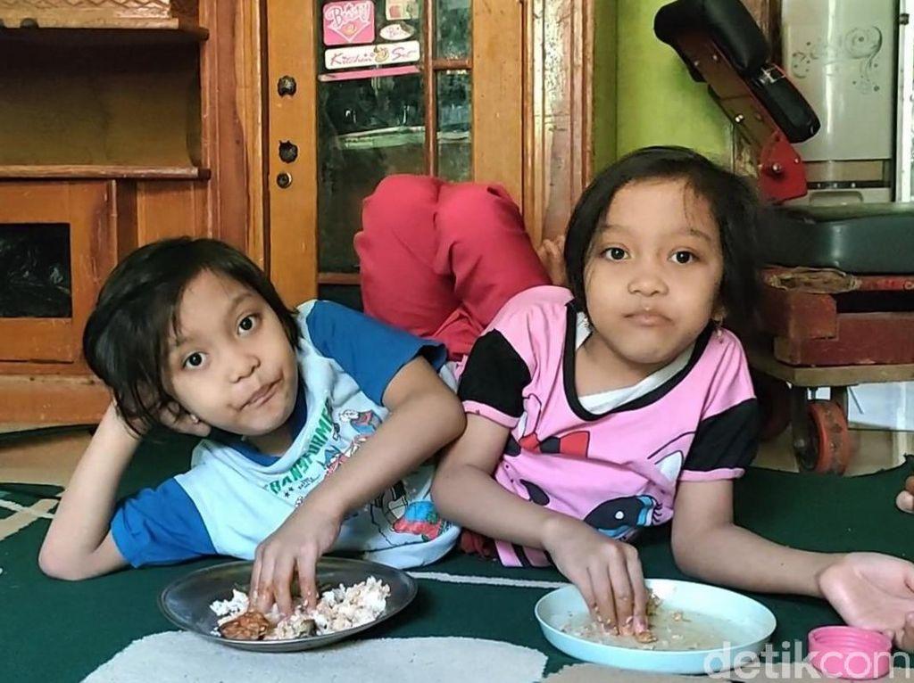 Kisah Dewi-Putri, Bocah Kembar Dempet di Garut Kini Sudah Bersekolah