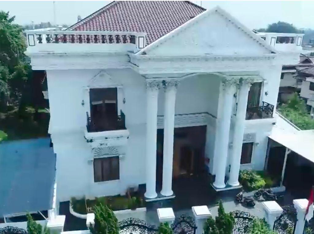 9 Potret Rumah Mewah Crazy Rich Cilegon, Sahabat Sisca Kohl