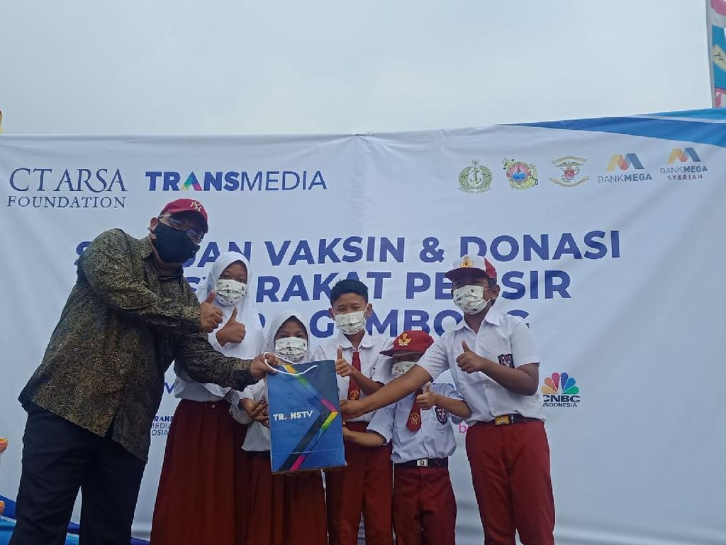 CT ARSA Foundation-TNI AL Gelar Serbuan Vaksinasi dan Donasi di Muara Gembong
