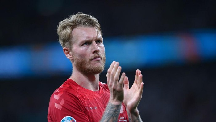 LONDON, ENGLAND - JULY 07: Simon Kjaer of Denmark applauds the fans following defeat in the UEFA Euro 2020 Championship Semi-final match between England and Denmark at Wembley Stadium on July 07, 2021 in London, England. (Photo by Laurence Griffiths/Getty Images)
