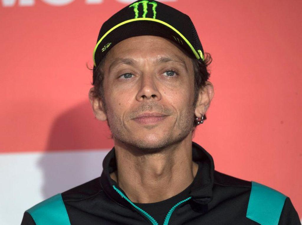 Lagi-lagi Masalah Ban Bikin Rossi Melorot