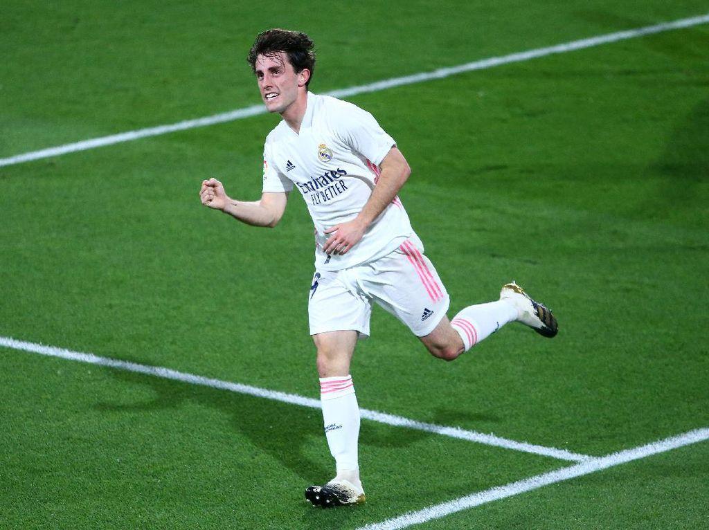 Real Madrid Mau Lepas Odriozola ke Fiorentina