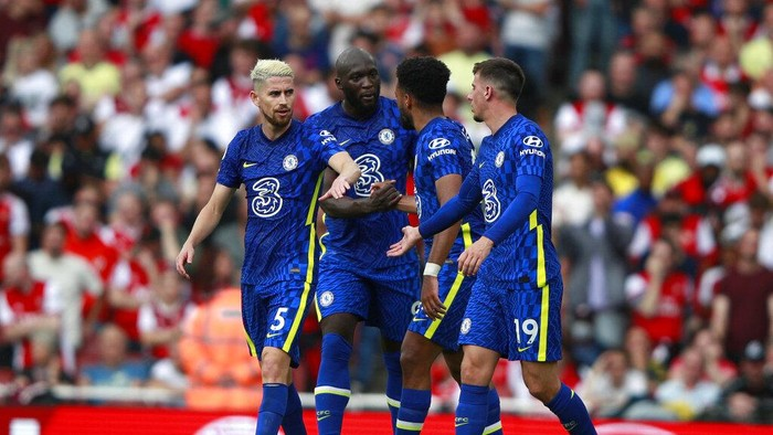 Chelseas Reece James, second right, celebrates with teammates after scoring his sides second goal during the English Premier League soccer match between Arsenal and Chelsea at the Emirates stadium in London, England, Sunday, Aug. 22, 2021. (AP Photo/Ian Walton)