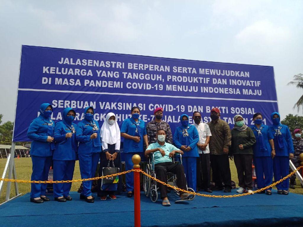 CT ARSA Foundation dan TNI AL Gelar Vaksinasi di Muara Gembong