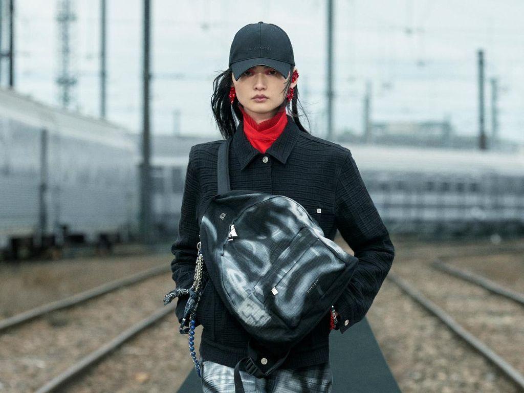 10 Koleksi Givenchy Resort 2022, Hadirkan Busana Urban dengan Gaya Punk