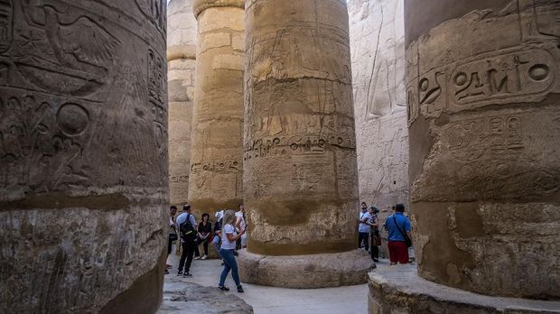 Tourists visit the Karnak Temple Complex in Egypt's southern city of Luxor, on March 10, 2020. - Just when Egypt's crucial tourism sector was recovering from years of political tumult and jihadist attacks, the industry finds itself bracing for a potential buffeting by the new coronavirus. (Photo by Khaled DESOUKI / AFP)