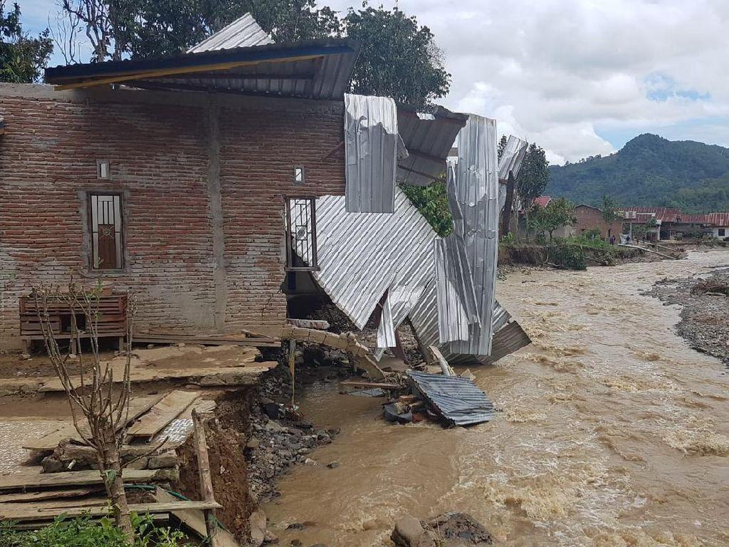 1 Desa Terisolasi Akibat Banjir-Tanah Longsor di Polman Sulbar