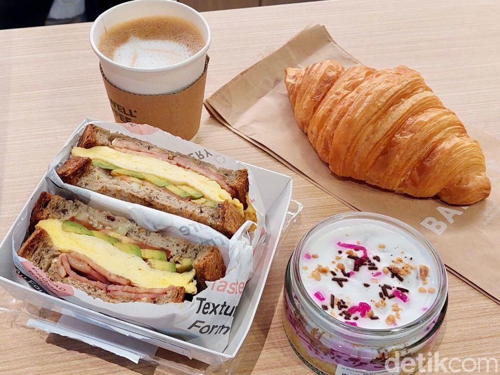 Growell Coffee: Menghirup Almond Latte Sambil Ngemil Cake Es Podeng Sehat