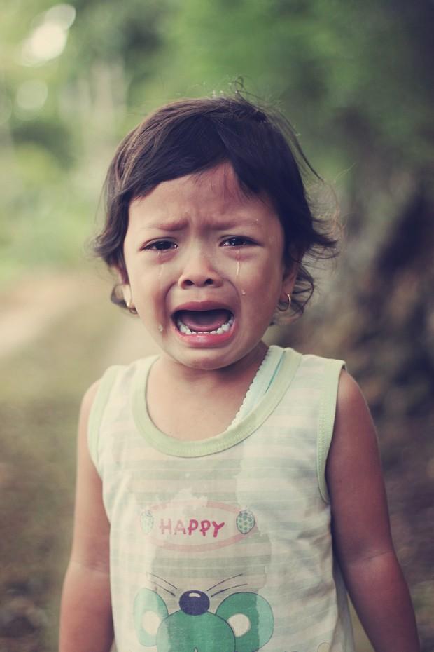 anak menangis karena sedang berulah