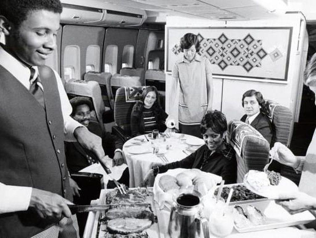 Zaman Keemasan Makanan Minuman di Pesawat, Menggiurkan Banget!