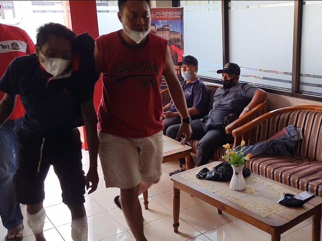 Pembunuh Karyawan Warung Sate di Mojokerto Diringkus, Kedua Kakinya Ditembak