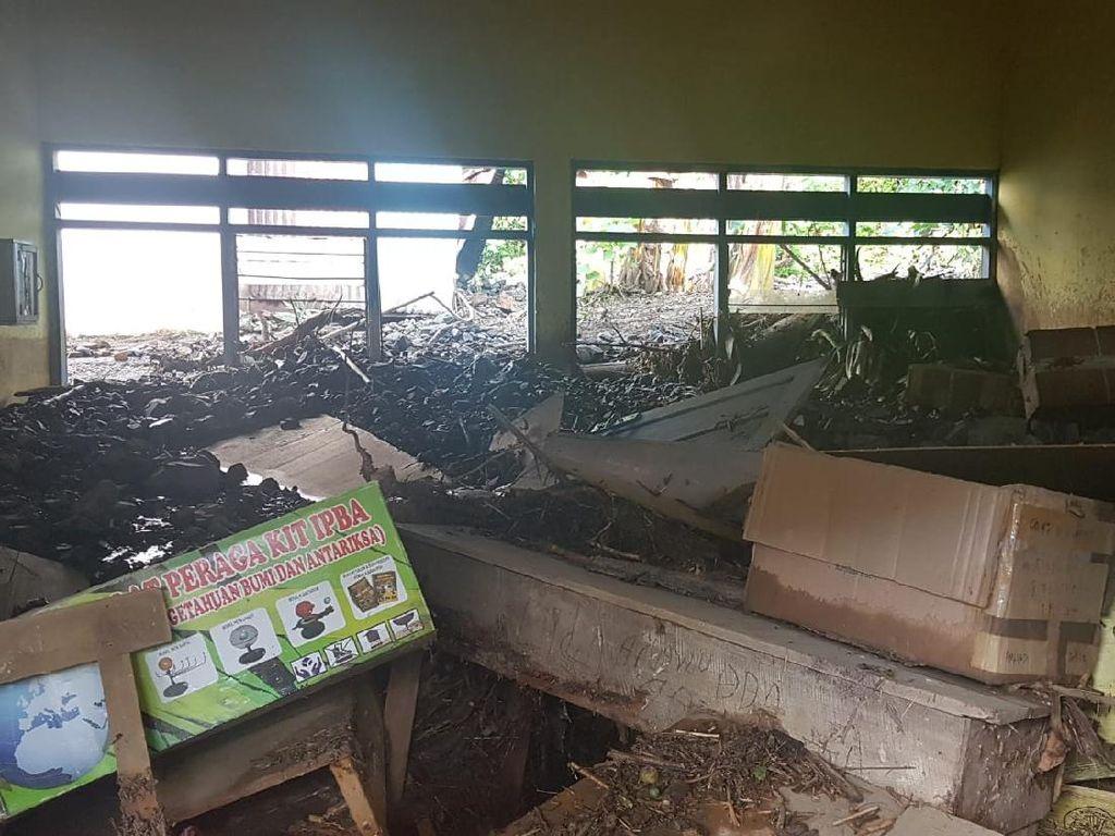 Bangunan Sekolah di Polman Rusak Parah Diterjang Banjir dan Tanah Longsor