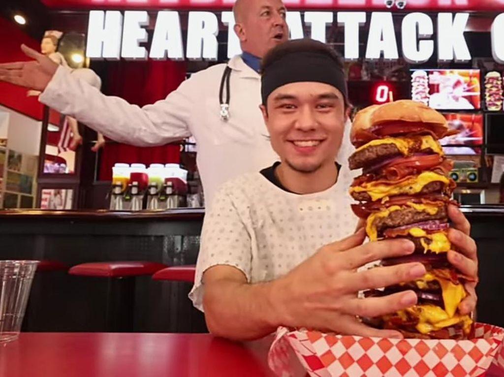 Berani Coba? Ini Tantangan Makan Burger Seberat 3 Kg dalam 4 Menit