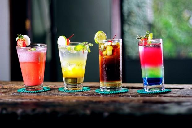 Salah satu jenis minuman dari teh rooibos adalah tropical ice tea.