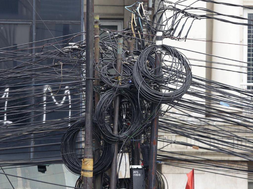 Pindahkan Kabel Telpon ke Bawah Tanah, DKI-Surabaya Bisa Contoh Yogya