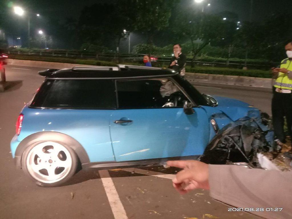 Penyebab Mini Cooper Kecelakaan-Ban Copot di Senayan: Sopir Ngantuk