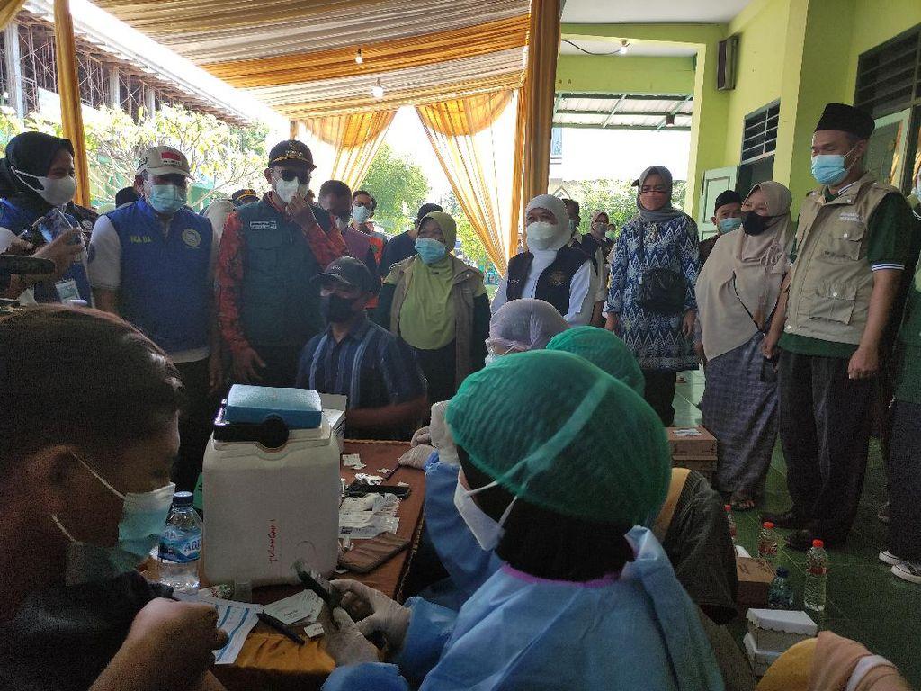 Maksimalkan PTM, Pemprov Jatim Gelar Vaksinasi Serentak SMA/SMK se-Jatim