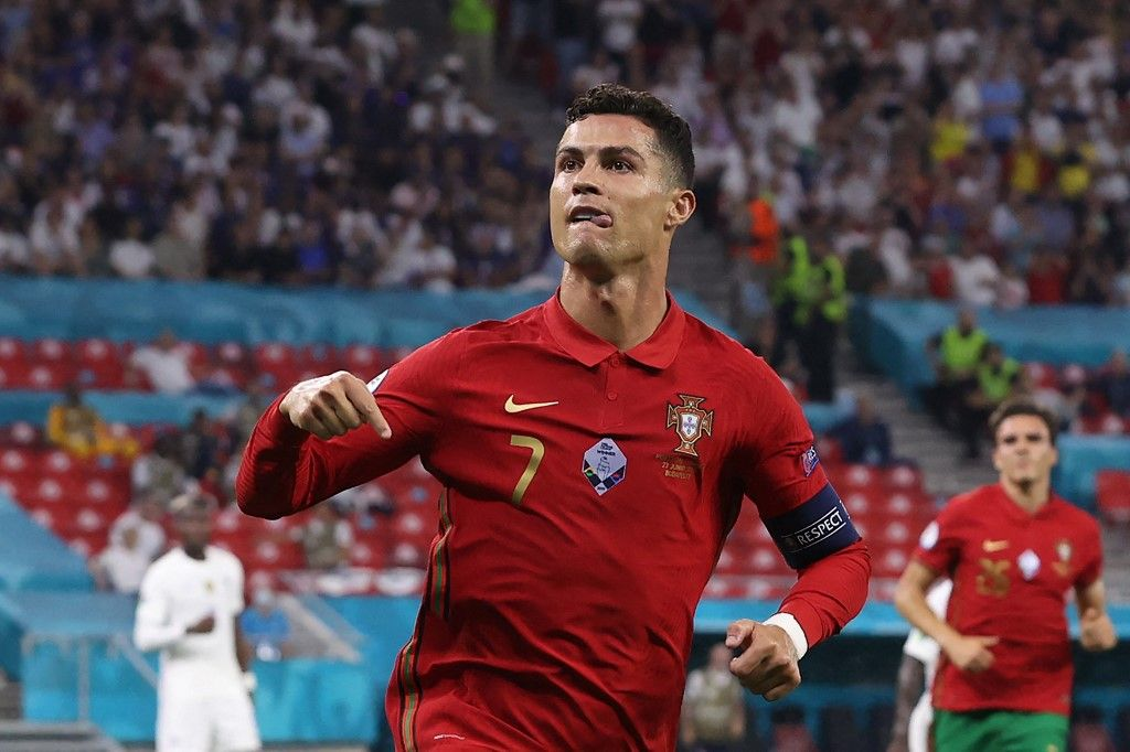 (FILES) In this file photo taken on June 23, 2021 Portugal's forward Cristiano Ronaldo celebrates after scoring a second penalty kick during the UEFA EURO 2020 Group F football match between Portugal and France at Puskas Arena in Budapest on June 23, 2021. - Manchester United announced on Friday they have reached a deal to re-sign Cristiano Ronaldo from Juventus, 12 years after he left Old Trafford for Real Madrid. (Photo by BERNADETT SZABO / POOL / AFP)