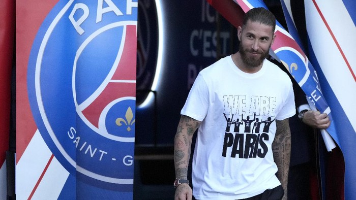 PSGs Sergio Ramos smiles during players presentation before the French League One soccer match between Paris Saint Germain and Strasbourg, at the Parc des Princes stadium in Paris, Saturday, Aug. 14, 2021. (AP Photo/Francois Mori)