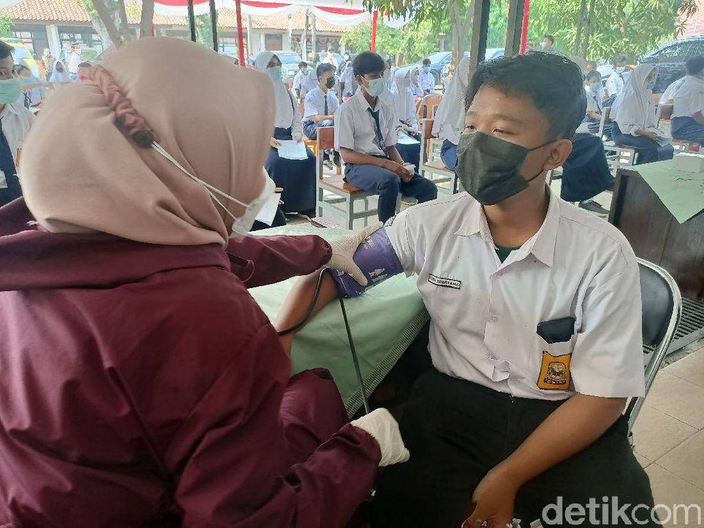 Karawang Zona Kuning, Ribuan Siswa SMP Divaksinasi Massal