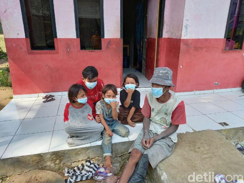 Viral Kisah Bapak Cari Seragam Sekolah Bekas untuk Anak di Lebak