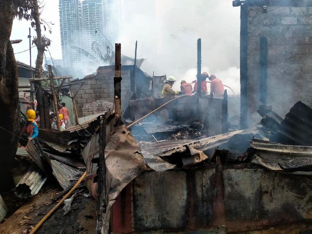 10 Rumah Kontrakan di Cipete Terbakar, 18 Mobil Damkar Meluncur