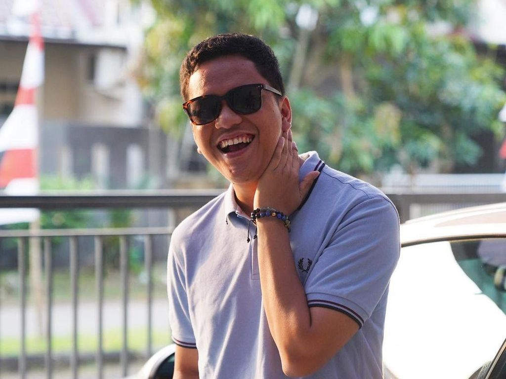 Arief Muhammad Sentil Aparat yang Hapus Mural, Minta Baliho Liar Parpol Juga Dicopot