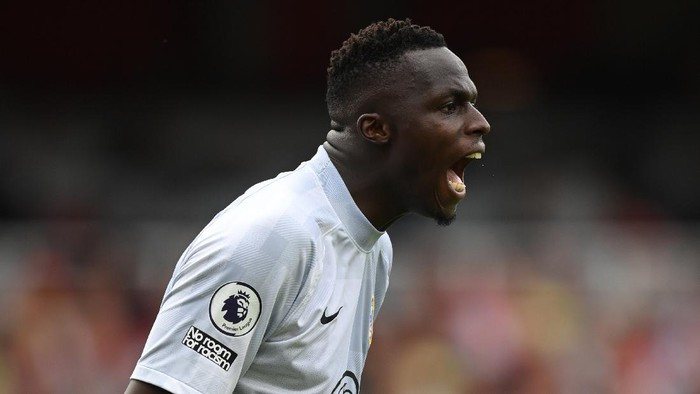 LONDON, ENGLAND - AUGUST 22: Edouard Mendy of Chelsea in action during the Premier League match between Arsenal  and  Chelsea at Emirates Stadium on August 22, 2021 in London, England. (Photo by Michael Regan/Getty Images)