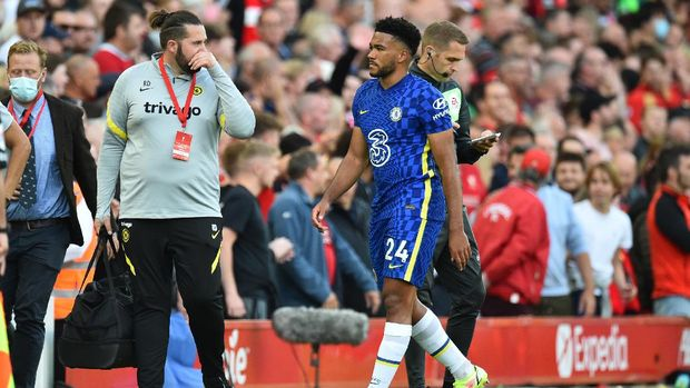 Soccer Football - Premier League - Liverpool v Chelsea - Anfield, Liverpool, Britain - August 28, 2021 Chelsea's Reece James walks off the pitch after receiving a red card REUTERS/Peter Powell EDITORIAL USE ONLY. No use with unauthorized audio, video, data, fixture lists, club/league logos or 'live' services. Online in-match use limited to 75 images, no video emulation. No use in betting, games or single club /league/player publications.  Please contact your account representative for further details.