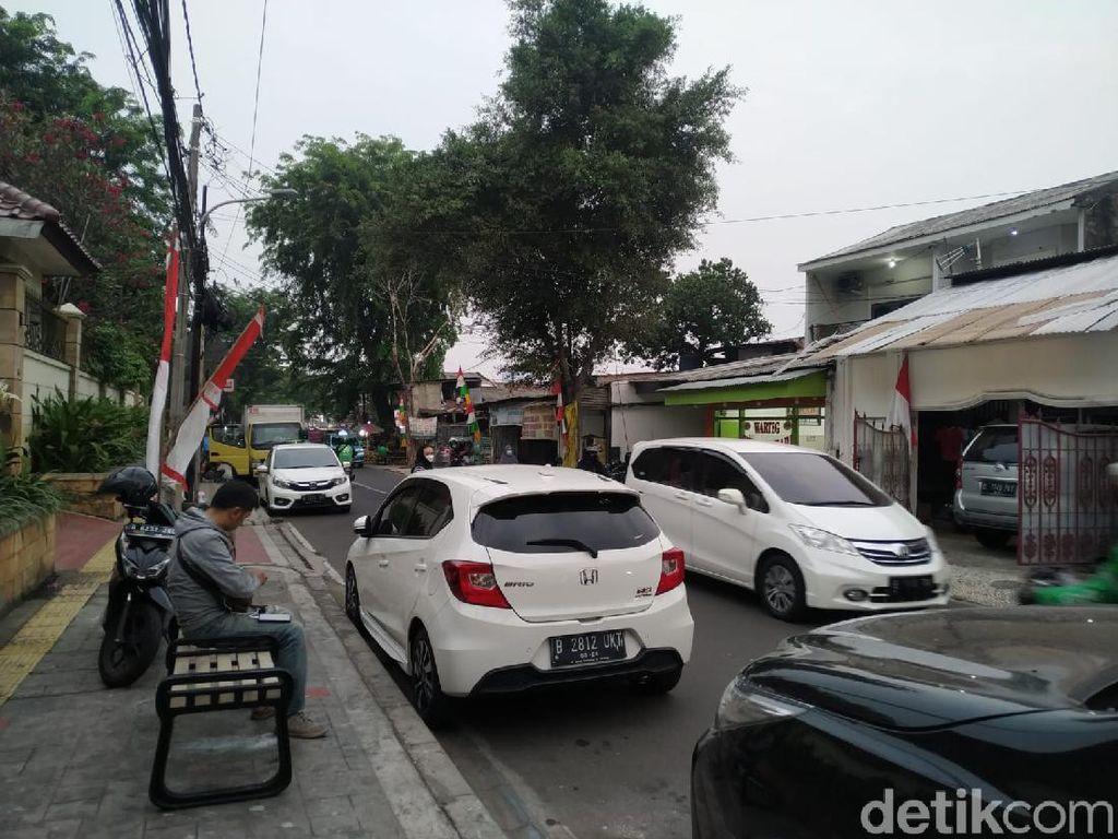 Bikin Macet, Parkir Liar Viral di Jl Tebet Timur Belum Ditertibkan