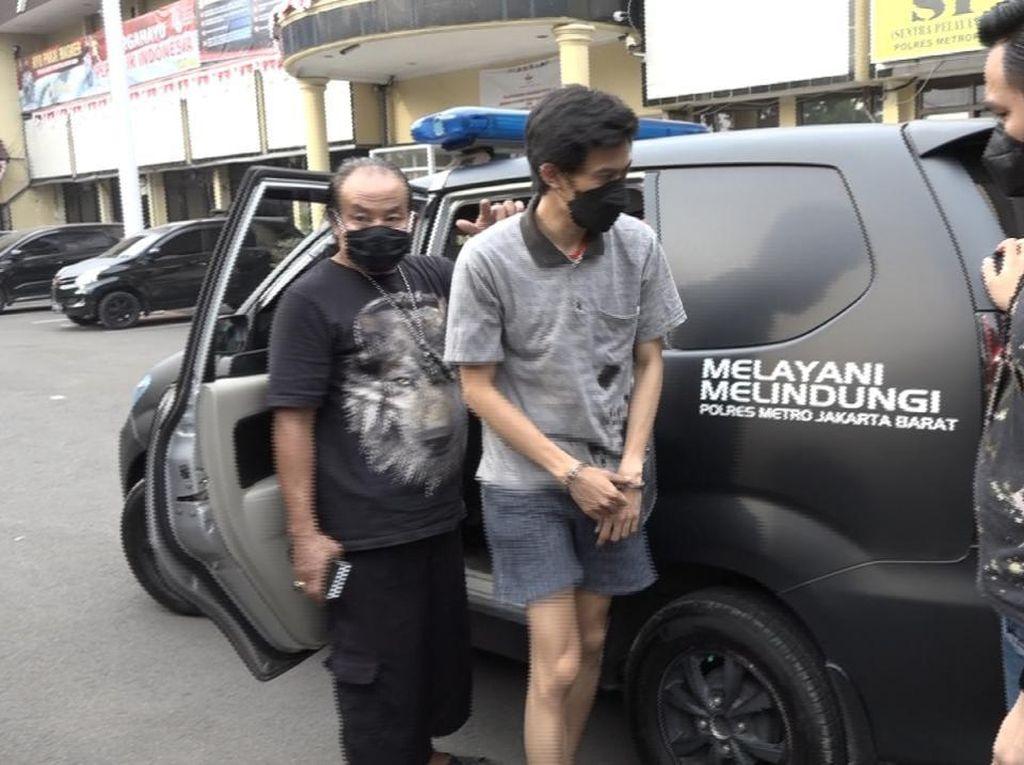 Begini Modus Operandi Penipu Artis yang Catut Nama Jokowi