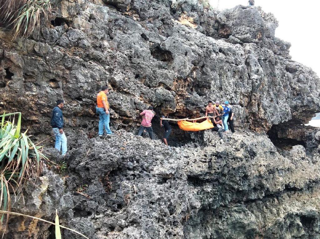 Pria di Blitar Tewas Terjatuh dari Tebing Karang Saat Mancing