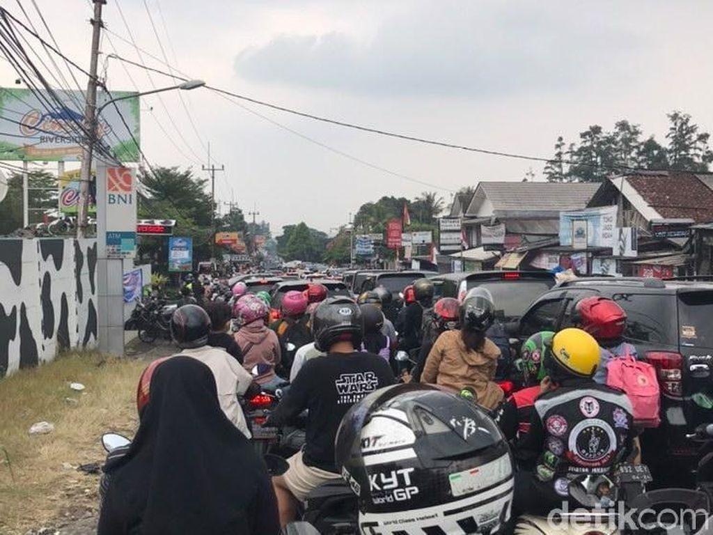 Puncak Bogor Macet Saat PPKM Level 3, Jumlah Kendaraan Naik 40%