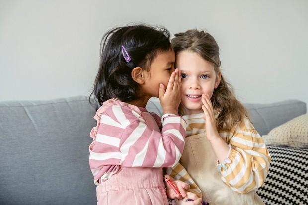 Sahabat yang cocok berdasarkan zodiak (foto: pexels.com/eren li)