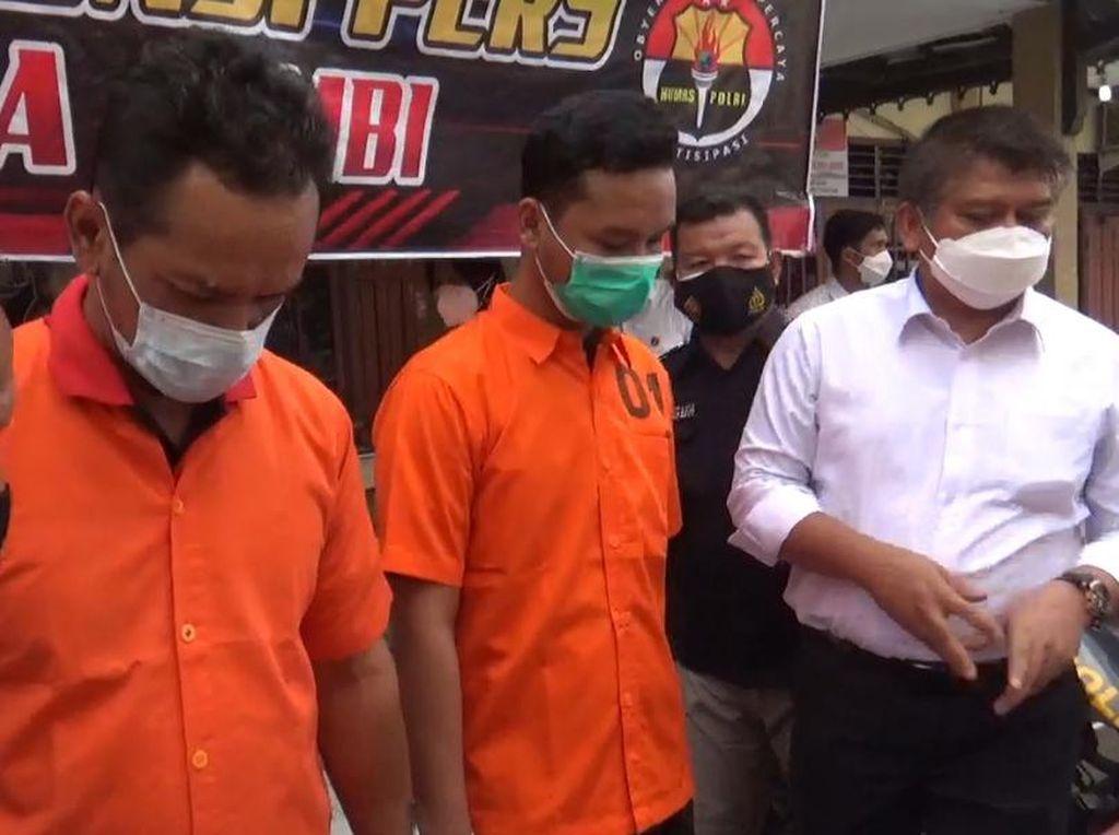 Ayah-Anak di Jambi Edar Sabu Pakai Motor Polisi Palsu Ditangkap!