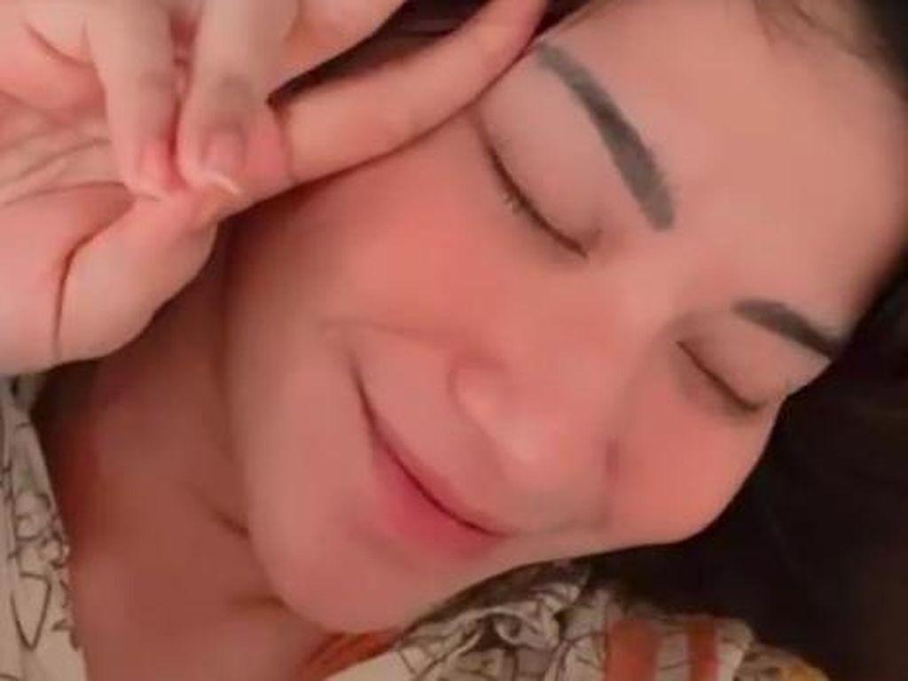 Senyuman Dita Fakhrana yang Dituding Suami Selingkuh