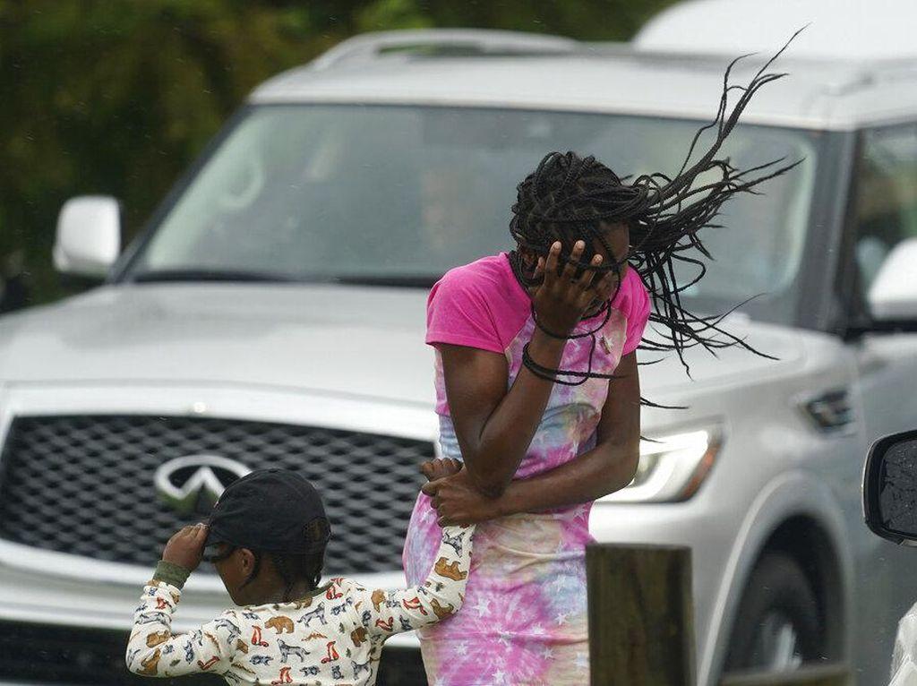 Antrean Panjang SPBU di Louisiana AS Usai Terjangan Badai Ida