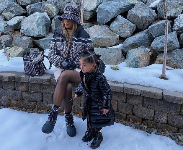 Kylie Jenner dan Stormi