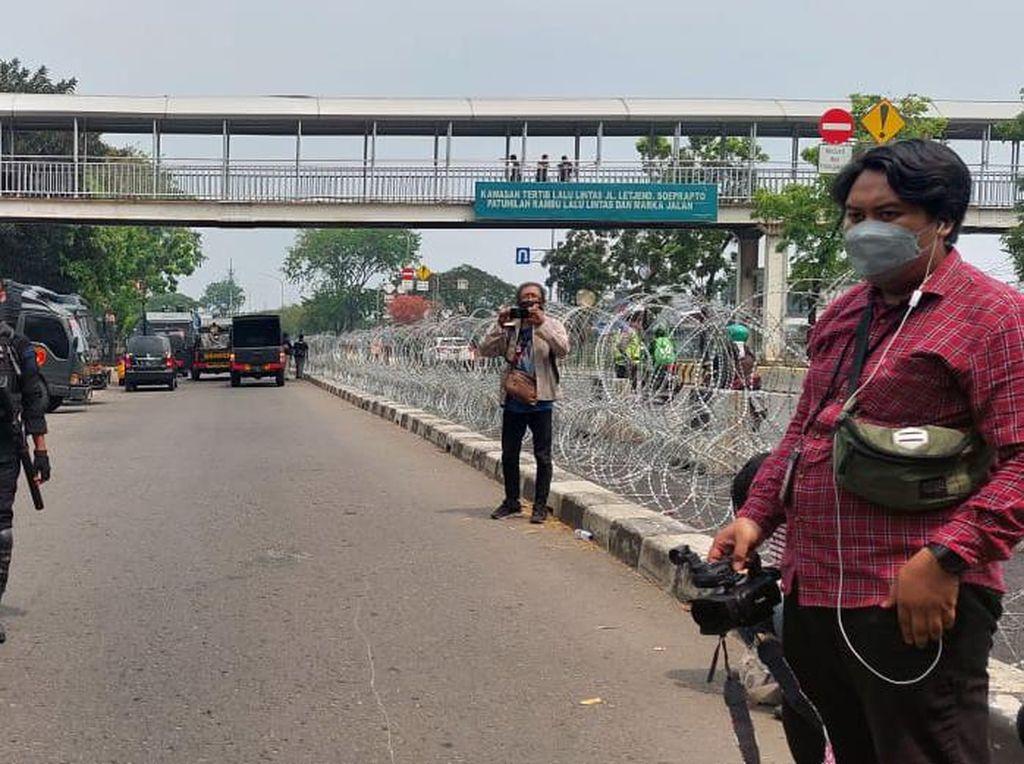 Massa Pendukung HRS Gelar Demo, Pengamanan PT DKI Jakarta Diperketat