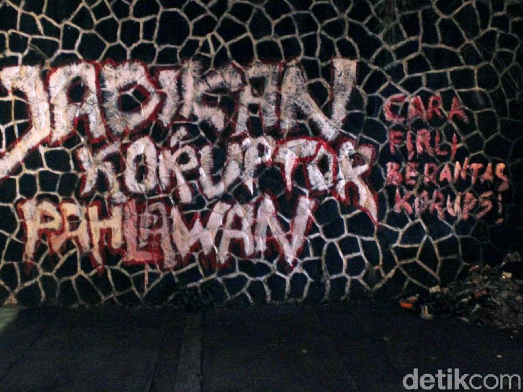 Grafiti Sindiran untuk Firli Bahuri Muncul di Bandung, Akan Dihapus?