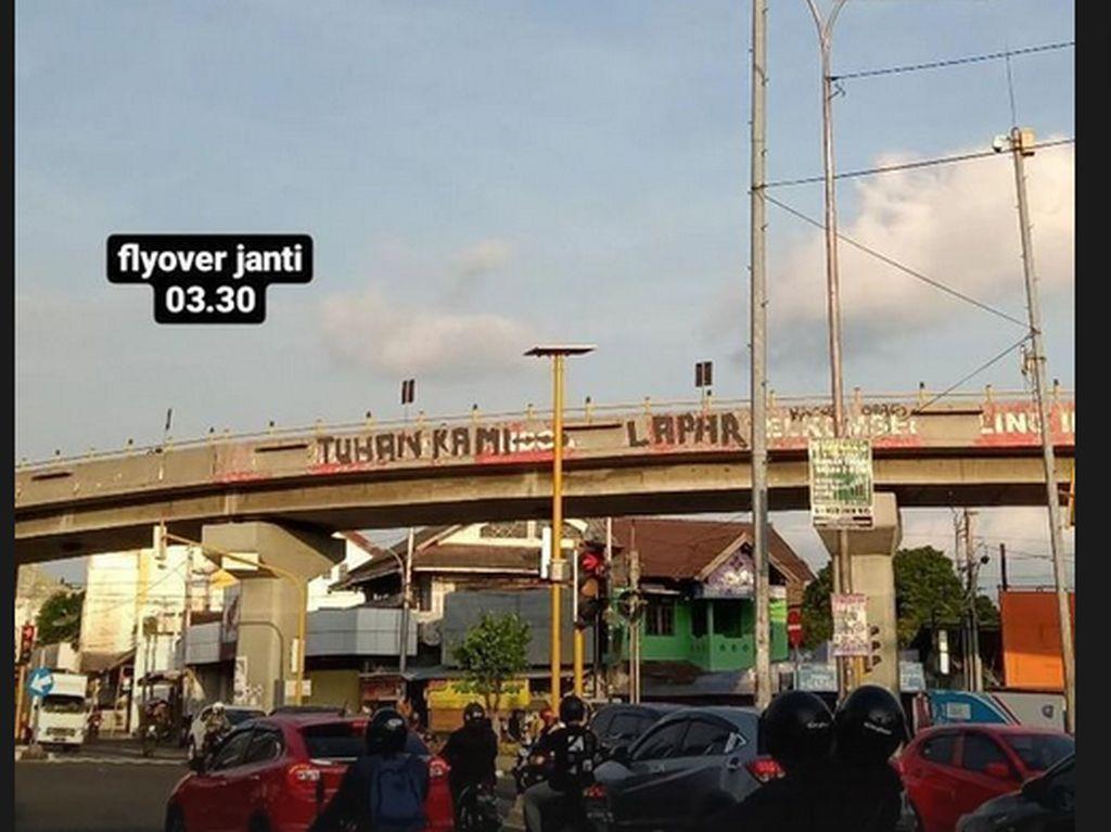 Muncul Mural Tuhan Kami Lapar di Flyover Janti Yogyakarta
