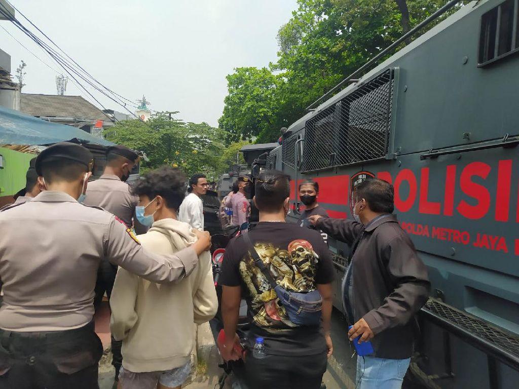 Polisi Amankan 15 Orang Pendukung HRS di Demo PT DKI Jakarta